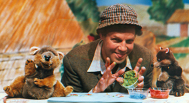 Brian Cant in TVAM's Dappledown Farm with the Puppet Mice Stubble and Straw made and performed by Marcus Clarke and Helena Smee of Hands up Puppets